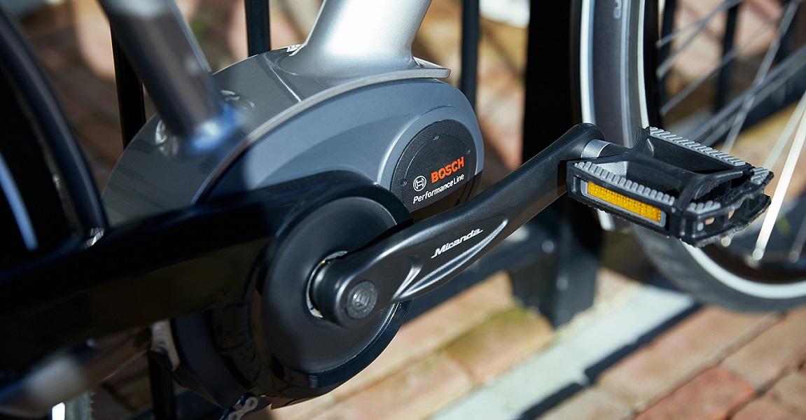 Der Bosch Performance Cruise e-Bike-Antrieb bietet eine starke Tretunterstützung und mit einem starken Pedelec-Akku auch hohe Reichweiten, für rasante e-Bike-Touren.