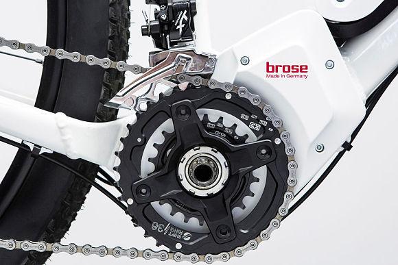 Die Brose e-Bike-Antriebe sind von der Entwicklung bis zur Produktion Made in Germany, ein Alleinstellungsmerkmal des Pedelec-Motors ist die Möglichkeit ein zweites Kettenblatt zu integrieren.