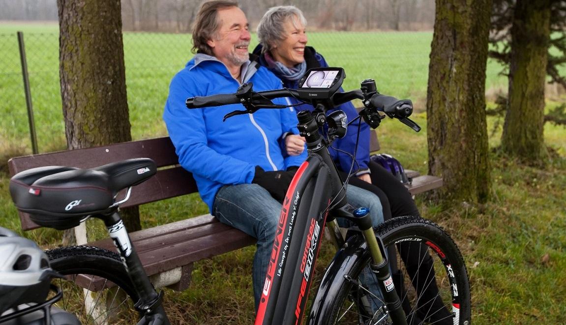 E-Bike fahren fördert die Gesundheit, es ist gut für Kniegelenke und Hüftgelenke und bei Herz-Kreislauf-Schwächen.