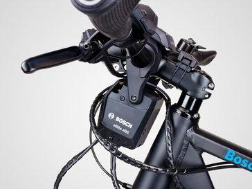 Die Kontrolleinheit des e-Bike ABS wird am an der Lenkerstange befestigt und sitzt vor dem Lenkerrohr des Pedelecs.