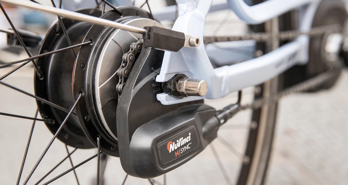 Die elektronische Gangschaltung NuVinci H-Sync wechselt die Gänge vollautomatisch anhand einer zuvor definierten Trittfrequenz, die e-Bike Gangschaltung kann aber auch manuell geschaltet werden.