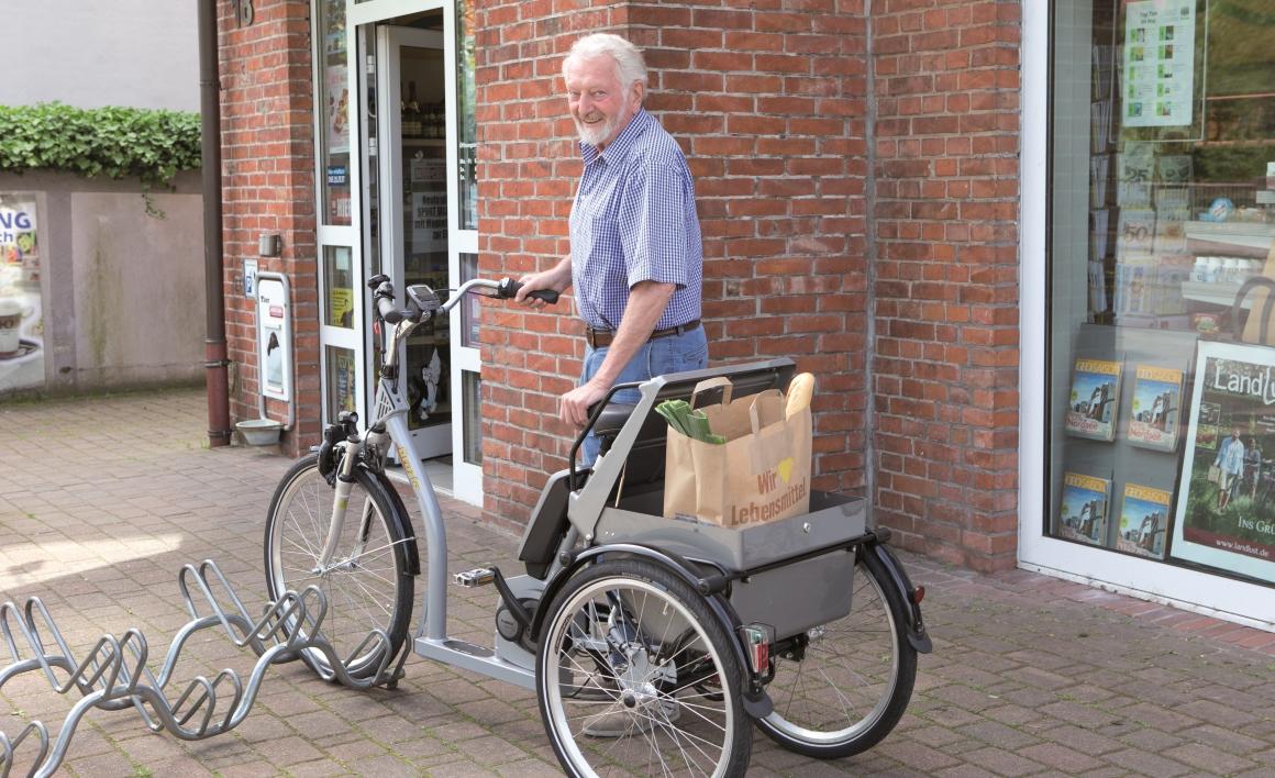 Ein Shoppingdreirad verleiht Sicherheit, wenn das Fahren auf einem herkömmlichen Fahrrad nicht mehr möglich ist, gleichzeitig bietet es viel Stauraum für zum Beispiel Einkäufe.