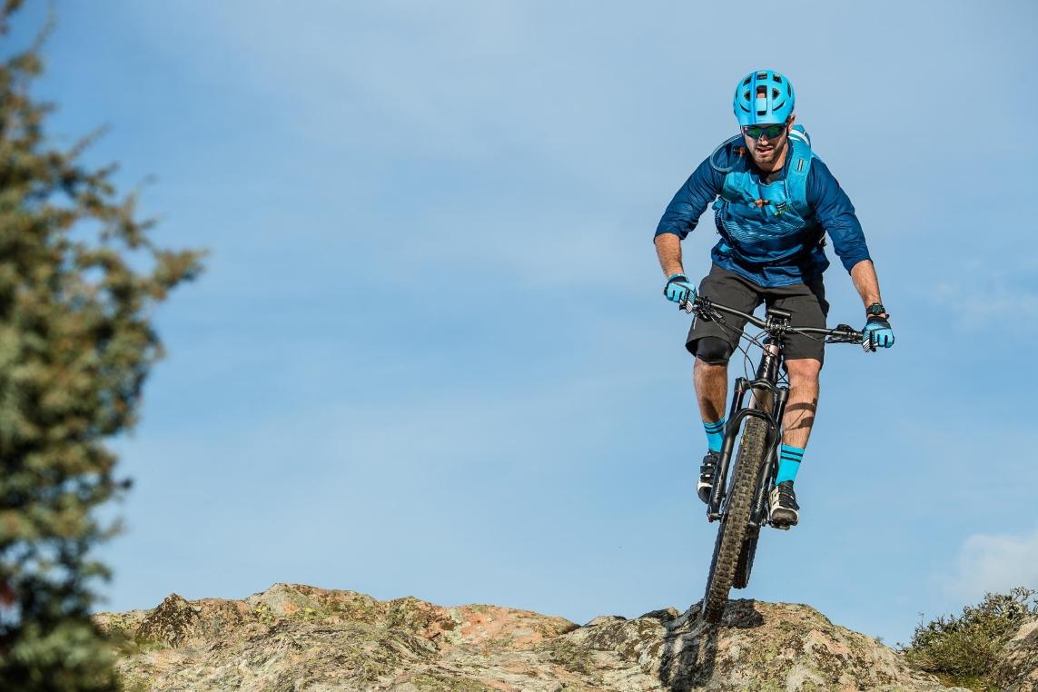 e-Mountainbikes sind die richtigen Pedelecs für alle, die im Gelände nicht nur bergab Spaß haben wollen, sondern auch bergauf.