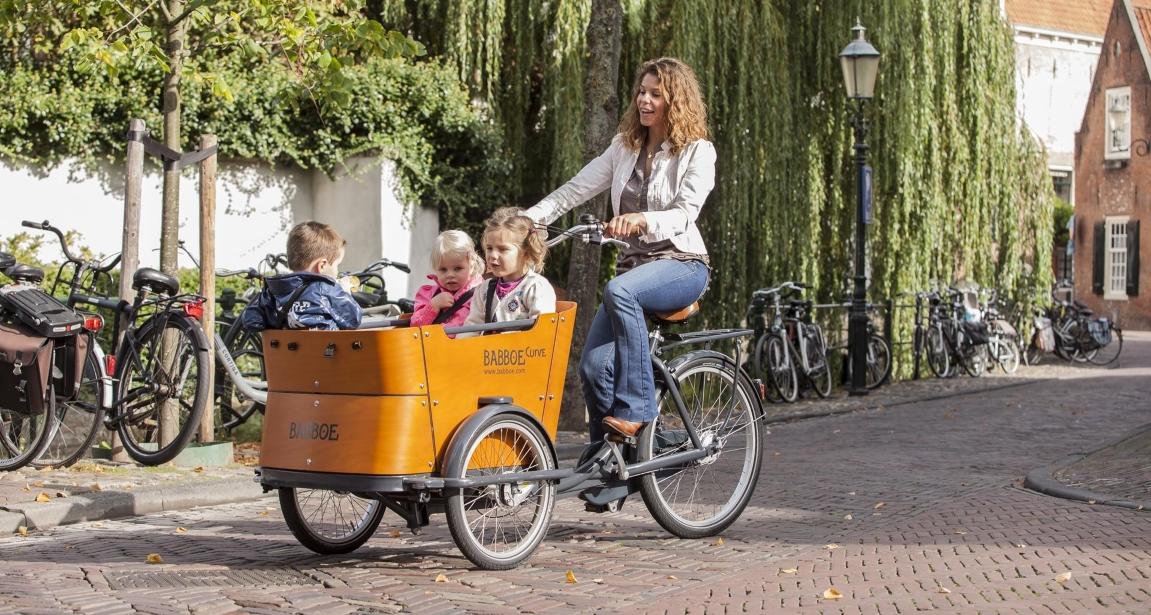 Lasten e-Bikes haben alle Vorteile anderer Elektrofahrräder und bieten darüberhinaus viel Platz, damit alle wichtigen Dinge transportiert werden können.