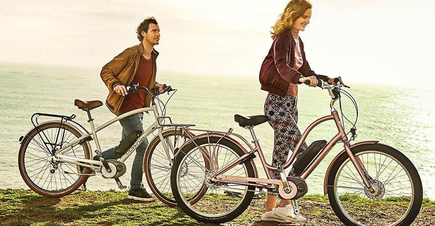 Das Electra Townie Go! ist ein Lifestyle e-Bike im Retro-Design mit einem geschwungenen Rahmen und breiten Reifen - ideal zum cruisen!