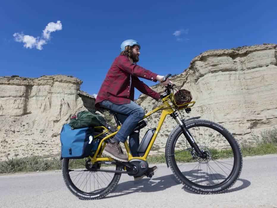XXL e-Bikes vertragen eine höhere Nutzlast, als herkömmliche Pedelecs, der verstärkte Rahmen trägt so auch besonders große oder schwere Personen.