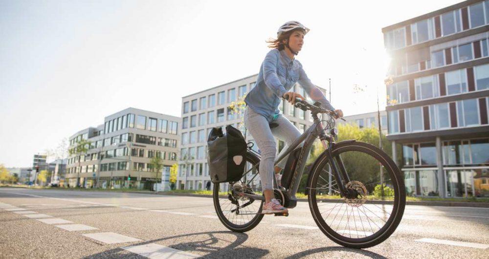 pendeln mit dem e bike im stau stehen mit e motion. Black Bedroom Furniture Sets. Home Design Ideas